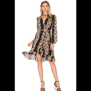 🇺🇸 Wayf Only You wrap dress in Black Floral